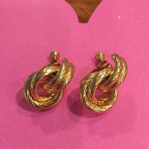 Jewelry - Vintage Gold Tone Knot Clip-on Earrings